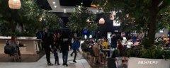 1-Busy-la-mall.jpg